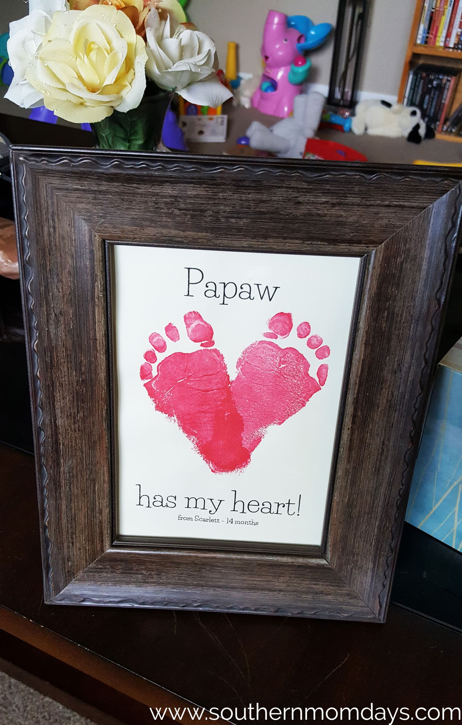 DIY Gift Toddler Craft of Footprint Heart, featured on the Southern Momdays blog
